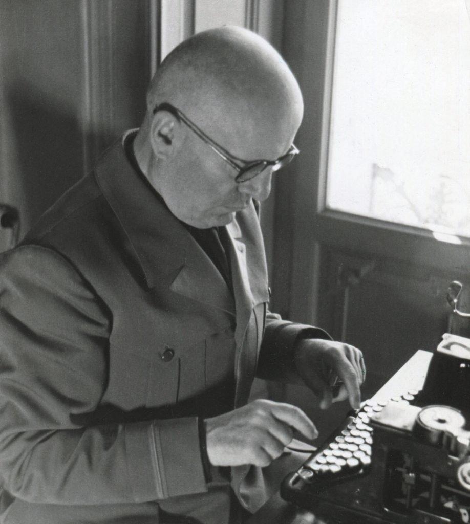 Mussolini scrive